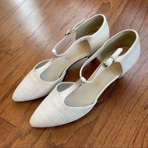 Vintage white crocodile pointed toe strappy heels